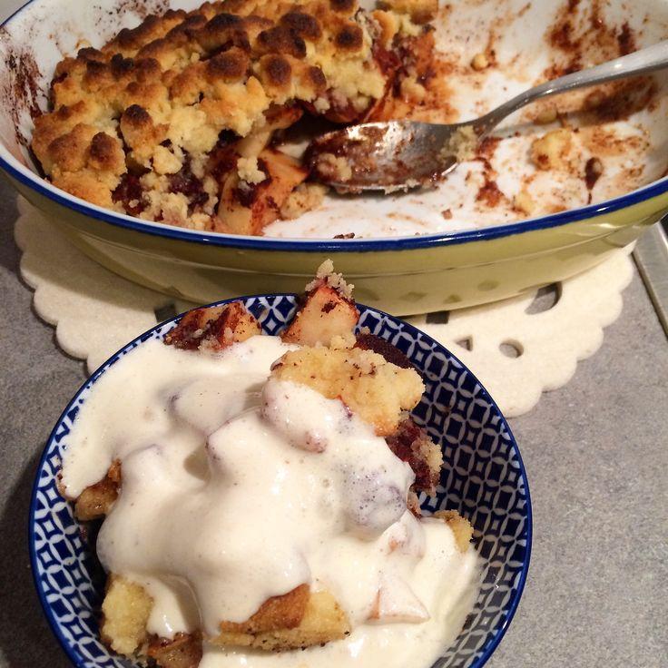 """Såååå gott det blir när man använder mandelmjöl i sin smulpaj! Här har jag även lite mer margarin i pajen så täcket blir lite klumpigare och inte så """"tort"""" som traditionell smulpaj, men det är bara att sprida ut klumparna över pajen med fingrarna. 75gram smör el margarin 1-1,5dl socker, björksocker el sötströ 2dl mandelmjöl … Continue reading Mandel smulpaj✌?️ →"""