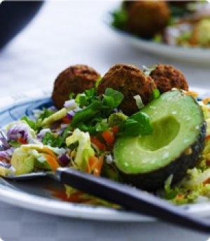 Salat med falafel