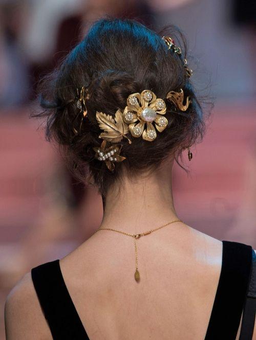 Dolce & Gabbana a/w 2015 Prachtige haaraccessoires.| ELLE