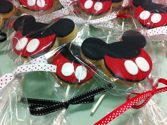 Mickey Mouse themed cookie-pop favors. $25.00, via Etsy. AUS SUPPLIERMickey Mouse, Mouse Theme, Theme Cookiepop, Cookies Pop Favors, Cookie'S Pop Favors, Cookiepop Favors, Character Theme, Theme Cookies Pop, Theme Cookie'S Pop