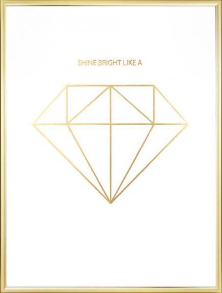 Poster mit Diamant-Grafik mit Goldfolie, die für einen echten metallischen Look sorgt. Hoher Luxusfaktor! Unsere Poster mit Diamant-Motiven passen ausgezeichnet in schwarze oder weiße Bilderrahmen. In unserem Sortiment führen wir zahlreiche Goldposter und Poster mit Diamant-Motiven. www.desenio.de