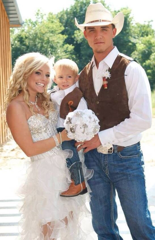 This Wedding Dress is My DREAM DRESS for when I get Married!! Goes perfect with Boots & Western/Southern Style Wedding!!