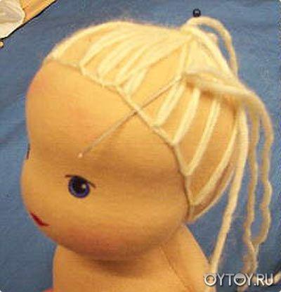 Clase magistral en la muñeca Waldorf.  Cómo hacer una peluca de muñeca.
