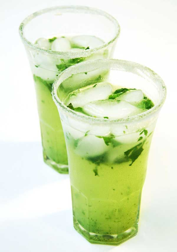 Captain Morgan Mojito 11/4 oz Captain Morgan Original Spiced Rum 12 mint leavse 1 tbsp sugar 1/2 oz lime juice 2 oz soda Place mint leaves in bottom of glass. Add crushed ice, Captain Morgan, sugar, lime juice, and muddle. Add soda water and garnish with mint leaves.