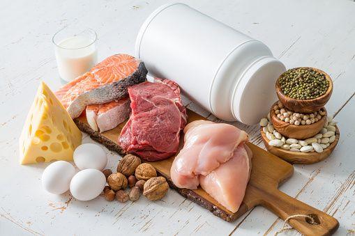 筋肉をつけるのに必要なのはトレーニングだけではありません。食事などで適切な栄養素を効果的に摂る事が実はとても重要なんです。今回は筋肉をつけるのに必要な食材とその効果、効率的な摂取方法とタイミング、そして筋肉をつける食事レシピもあわせてご紹介致します。 (2ページ目)