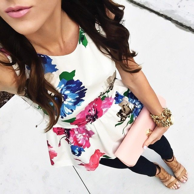 love this floral peplum top