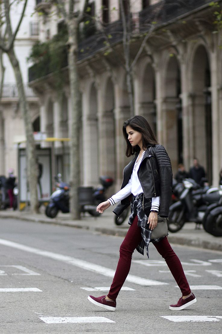 Burgundy jeans, leather jacket, v-neck sweater and slip on sneakers.