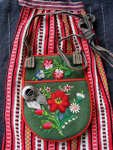 Swedish folk costume-- love the colors and design and embroidery and everything! This is just a pic though, not patterns.