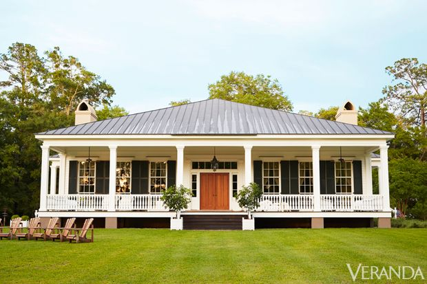 Birdsong, as the farm is called, is just the sort of place you might have found in the early 19th century on Wadmalaw Island, just south of Charleston, South Carolina. The classic Greek Revival–style house is at first glance modest and unpretentious, with gracious proportions and handsome features. A lovely porch looks over the water and invites the sea breeze. Triple-hung windows filter the golden Low Country light. A passerby might nod appreciatively and carry on her way.