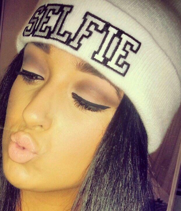 Cut-crease make-up