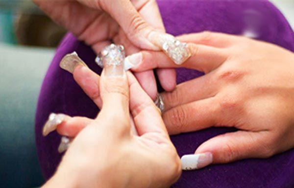 Cómo poner uñas acrílicas por pasos, pegar uña acrílica. #manicuras #nailsdesign #uñasfinas