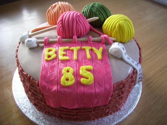 Knitting cake by Tracys Celebration Cakes, via Flickr