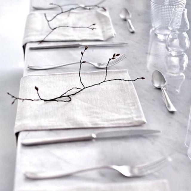 STYLING | this minimalistic wedding styling is so elegant |Image via @wildatheartbridal | #chosen #chosenbride #bride #wedding #weddingstyling  #Regram via @chosenbyoneday