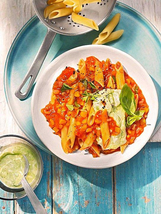 Pasta mit  Avocado und Paprika