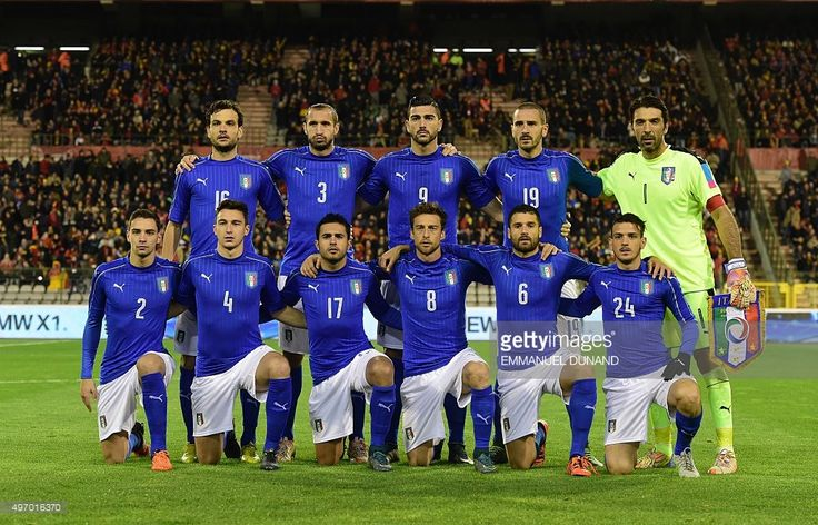 Italy's national football team players pose before the friendly international match between Belgium and Italy at Baudoin King Stadium in Brussels, on November 13, 2015. AFP PHOTO/Emmanuel Dunand