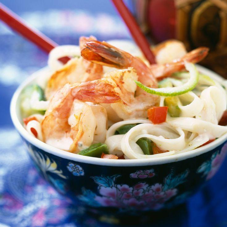 Découvrez la recette Gambas et nouilles de pâte de riz au lait de coco sur cuisineactuelle.fr.