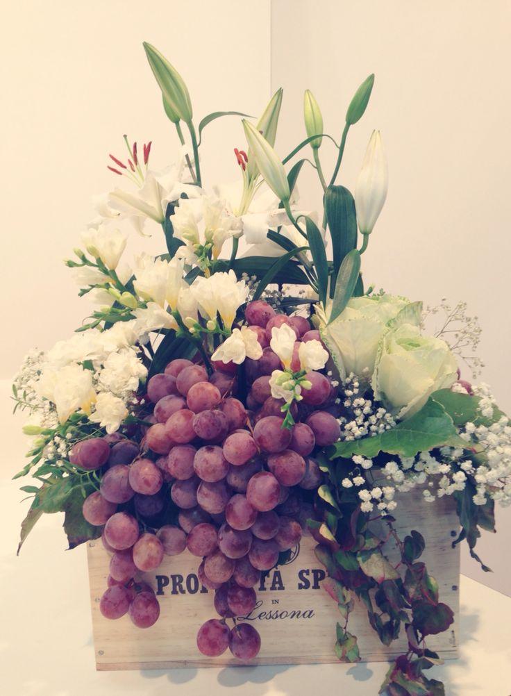 Gigli bianchi e grappoli d'uva ... un centrotavola perfetto per il vostro Wine Wedding®