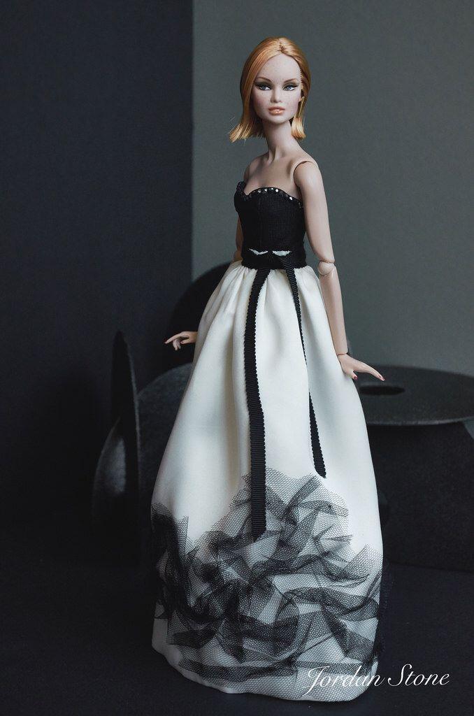 Finally I represent my new collection. Model: Erin. Dress: Jordan Stone. Soon on eBay.