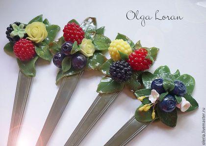 Ложечки с ягодками.  Вкусные ложечки декорированные сочными ягодами малины, ежевики и черники.