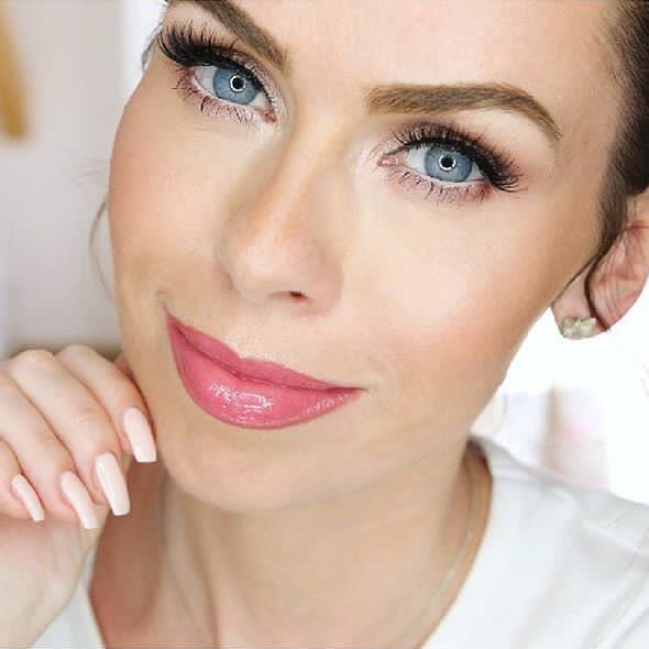 Lipgloss... it's a staple in everyone's makeup stash, right?!  @petralovelyhair wears Oh My Gloss! lipgloss with argan oil in Glossaholic. #LONDONLOOKCA #Repost