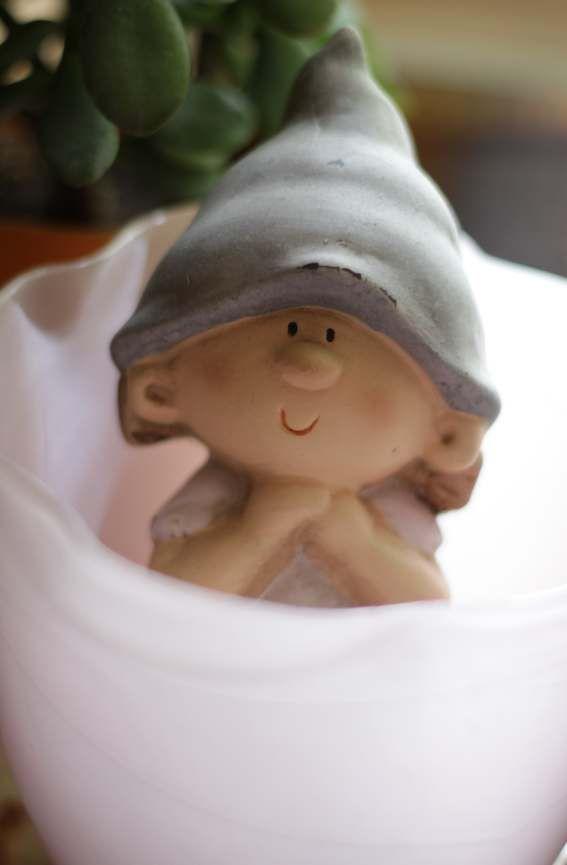 5. ich lache über... diese kleine Figur, die sich in einer Vase versteckt (und ich traue mich, dieses rosa-lastige Bild öffentlich zu zeigen)