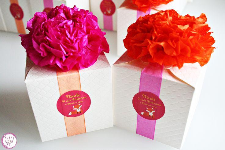 Scatoline in carta avorio decorati con fiori di carta, nastro organza ed etichetta  100% handmade
