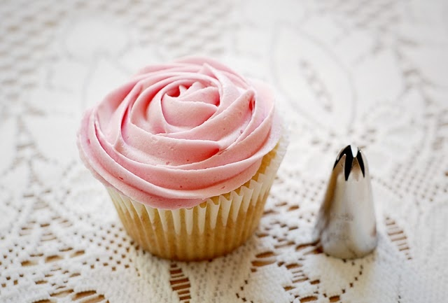 The 1M nozzle. Perfect for creating the rose effect. See www.muffintops.co.uk for a selection of nozzles
