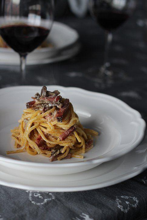 #Spaghetti alla chitarra ai funghi, speck e crema alle erbe: ciao inverno