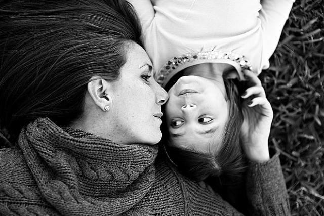 Oğlan babadan öğrenir sofra dizmeyi, kız anadan öğrenir sokak gezmeyi - Kadına Yönelik Şiddet, Nefret, Ayrımcılığı Körükleyen, Çağdışı Deyim Ve Atasözlerimiz - Toplum & Sosyal İlişkiler - KizlarSoruyor.com