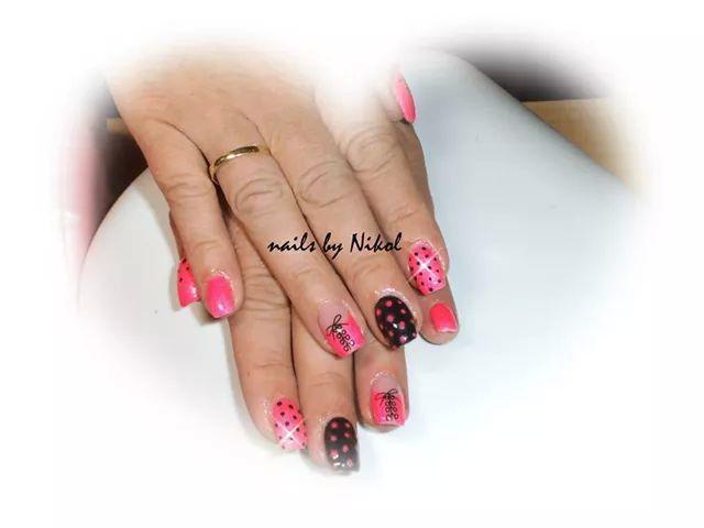 Korzet pink nails