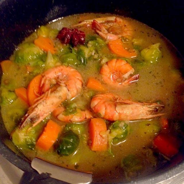 ブレンドビーンも入れて - 6件のもぐもぐ - 海老と芽キャベツのスープ スターアニス風味 by zuni
