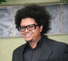 Hire / Book Joey Rasdien Corporate Comedian and Master of Ceremony. Joey Rasdien is the epitome of South African comedy today. His endearing stage persona is intellectually absurd, physically hysterical and visually beside himself. This belies his other profession...  For more info visit: http://eventsource.co.za/ads/book-or-hire-joey-rasdien-comedian-or-master-of-ceremony/