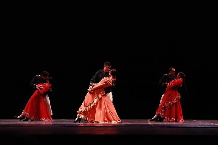 """Grupo de Dança Laços de Tradição, de Corupá (SC), com a coreografia """"Mercedita - Chacarreira Danças do Mercosul"""". Crédito: Aurea Silva"""