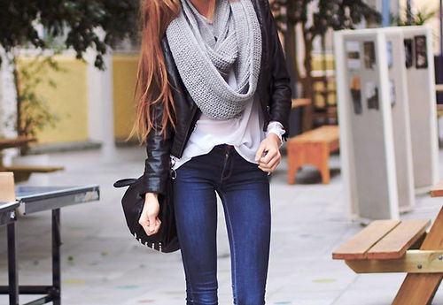 Chunky nit scarfs with leather jacket and some skinny jeans!!!!!