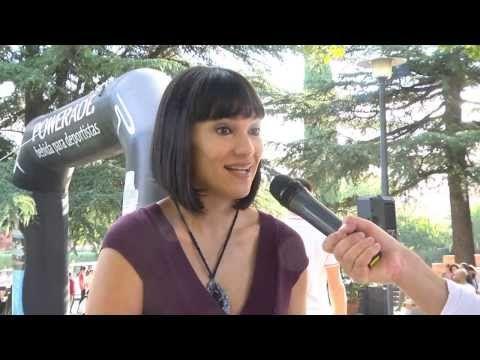 Tajamar: la familia que corre unida... La periodista y campeona de España de esquí adaptado, Irene Villa, fue la encargada de dar ayer el pistoletazo de salida de la XVIII Carrera de Relevos por Familias, que une hasta el domingo el madrileño barrio de Vallecas con el Santuario de Torreciudad