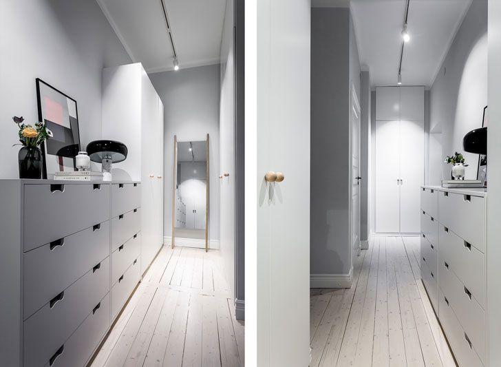 До чего же хороша планировка в этой трехкомнатной шведской квартире, лучше, пожалуй, и не придумаешь! В центре жилья просто чудесное, открытое и светлое пространство гостиной и кухни — много воздуха и...