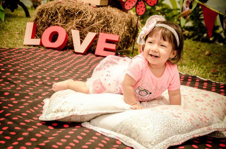 Por #chiquitines como Manuela amamos lo que hacemos y nos llena de felicidad guardar sus #sonrisas para siempre.  #Fotografia #FotografiaFamiliar #FotografiaInfantil #Photoshoot