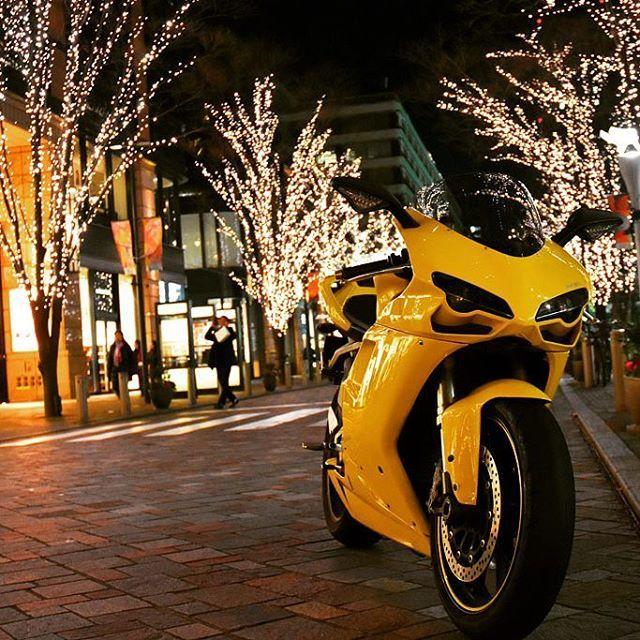 Instagram【cabrioletducati】さんの写真をピンしています。 《-------- * Marunouchi Illumination 2016その3/end * もう1枚 * * 撮影地:東京都 * ######### #丸の内 #丸の内イルミネーション ### ######### #NightView #夜景 #夜景ら部 ## #イルミネーション #Illumination ## #ライトアップ ## #JAPAN_NIGHT_VIEW #TOKYO_NIGHT_VIEW ######### #東京カメラ部 ## #Tokyo #Japan #LOVE_NIPPON #lovers_nippon ## #Nikon #D7200 ## ################ ################ #Yellow #黄色 #### #DUCTI #DUCATI848 #ducati #SBK848 #848 # #バイクのある風景 #バイクのある景色 # # #バイク #touring #オートバイ #motorcycle ###…