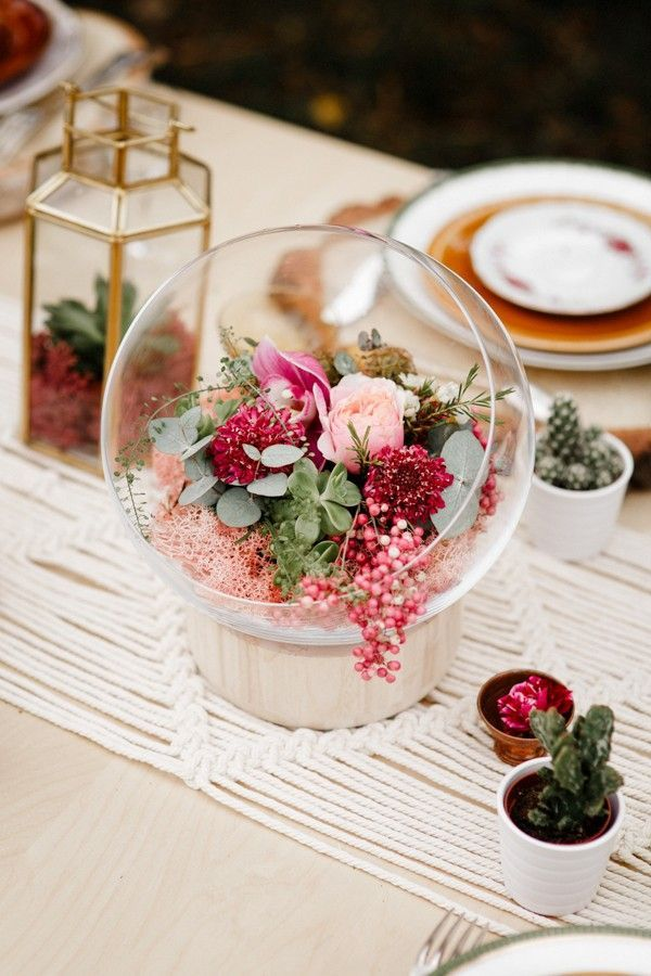 Soft pink roses paired with lush succulents and cacti creates a gorgeous centerpiece | Image by  Forester Fotógrafos