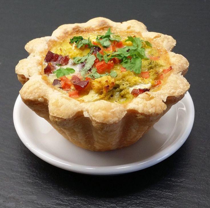 Her får du et tip til hvordan du nemt og hurtigt kan trylle en pakke tarteletter om til lækre små tærter. De er gode til f.eks frokost, som...