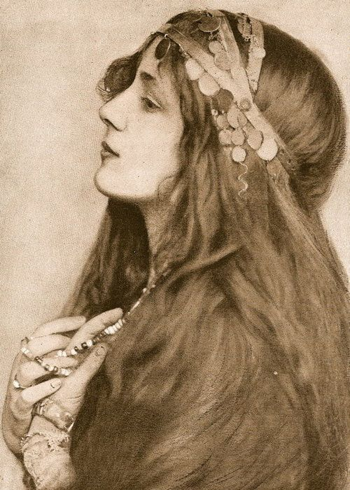 I think it was Evelyn Nesbit photographs that inspired LM Montgomery to write Anne of Green Gables.