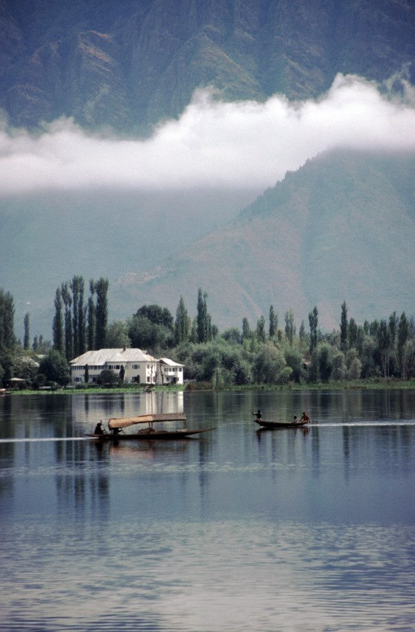 Srinagar, Jammu & KashmirThis capital city of Jammu & Kashmir is a paradise in every sense of the word. The lush valleys, sparkling lakes, high mountains and picturesque scenery make it a perfect honeymoon destination that you will remember all your life.