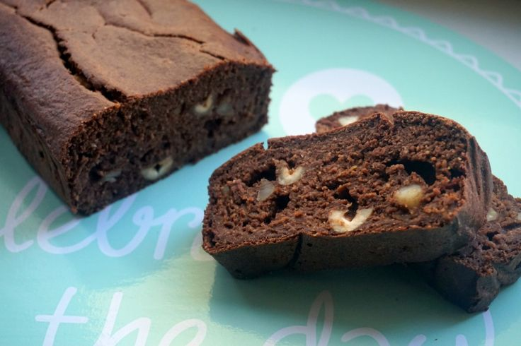Snickers cake van havermout :http://lifestyledishbymaris.nl/snickers-cake-van-havermout/