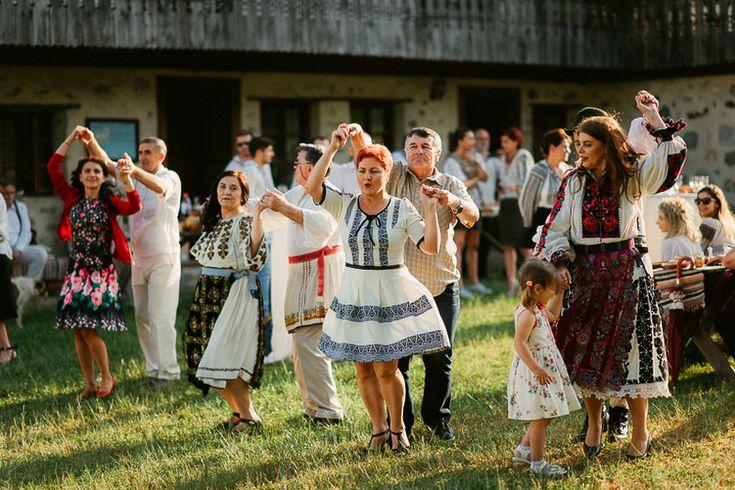 Iulia-Andrei-traditional romanian wedding_land of white deer (52)