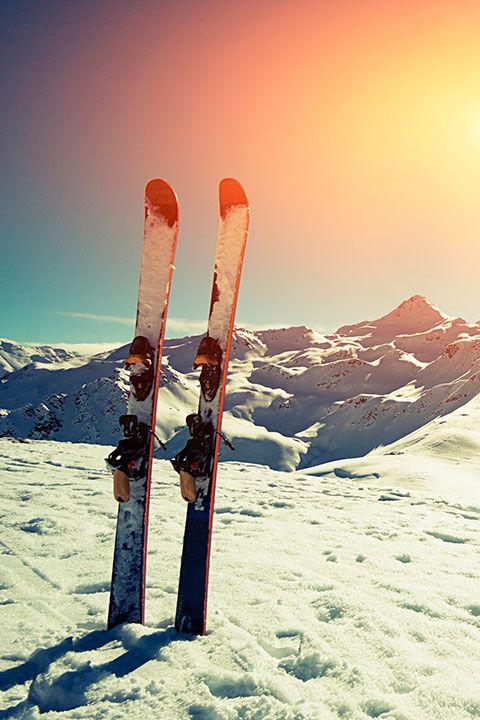 ¿Cuando viajas para esquiar siempre te acompaña tu propio equipamiento? ¡Infórmate de cómo facturarlo! #ski #esqui #deportes