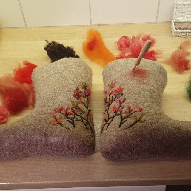 Work in progress. Felted fairy boots. 🌿🍂🍃