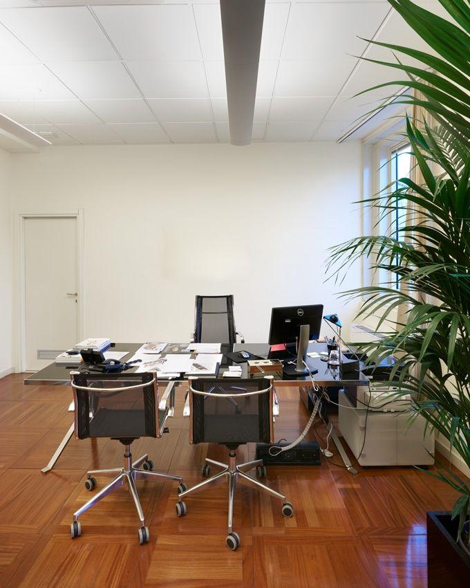 Manerba arredi per ufficio di design  @ Louis Vuitton Milano (Italy)