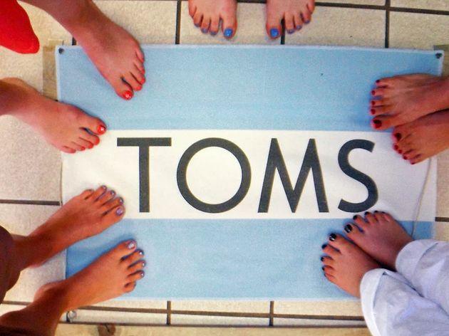 Çıplak Ayaklarınızın Fotoğrafı Bu Sefer Mükemmel Bir İşe Yarıyor; Her Ayak Fotoğrafı = 1 Ayakkabı