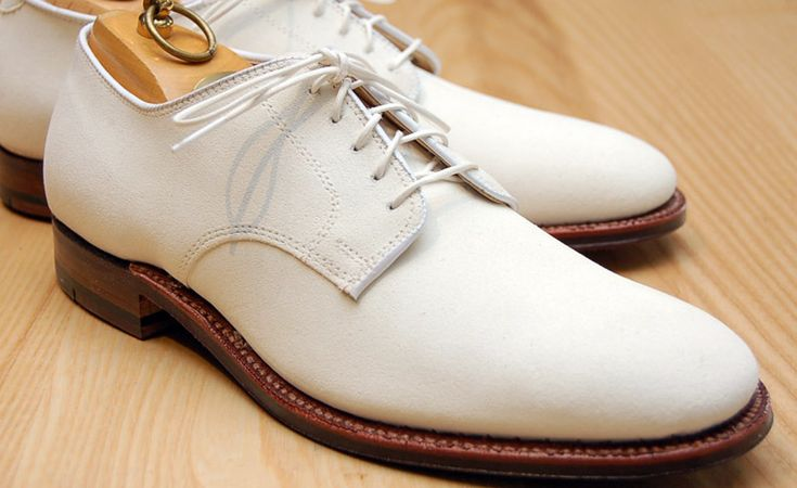 White bucks are #Oxfords made of white buckskin, a rough #leather than in reality is not exactly white. They are the traditional companion to the seersucker suit, and equally complement such summer fabrics as tan gabardine and white linen. Thus, they could be called professional between Memorial Day and Labor Day, or during whatever one considers summer.