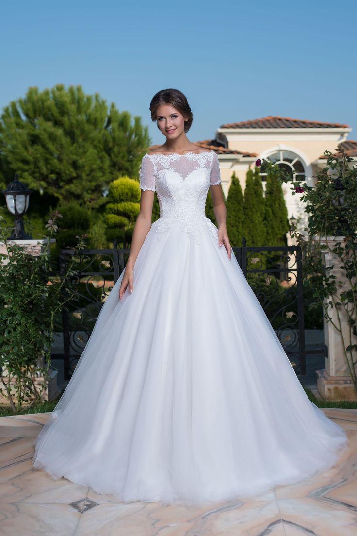 Nádherné romantické svadobné šaty s čipkovaným vrškom a jednoduchou širokou sukňou